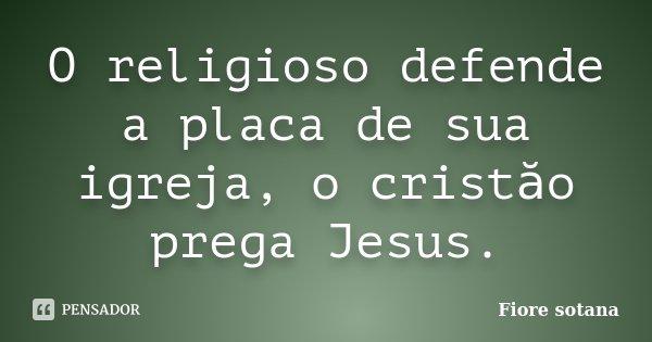 O religioso defende a placa de sua igreja, o cristăo prega Jesus.... Frase de Fiore sotana.