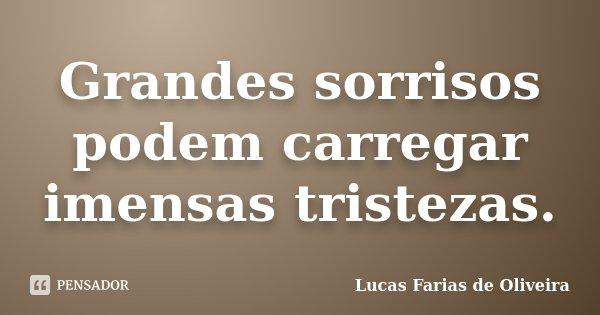 Grandes sorrisos podem carregar imensas tristezas.... Frase de Lucas Farias de Oliveira.