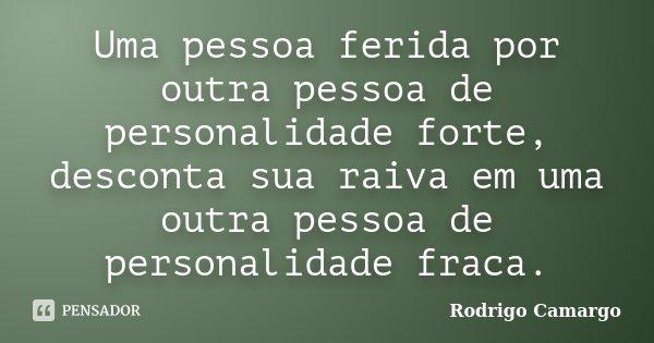 Uma Pessoa Ferida Por Outra Pessoa De Rodrigo Camargo