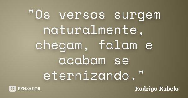 """""""Os versos surgem naturalmente, chegam, falam e acabam se eternizando.""""... Frase de Rodrigo Rabelo."""