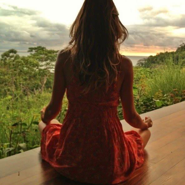 celebridades que fazem meditação