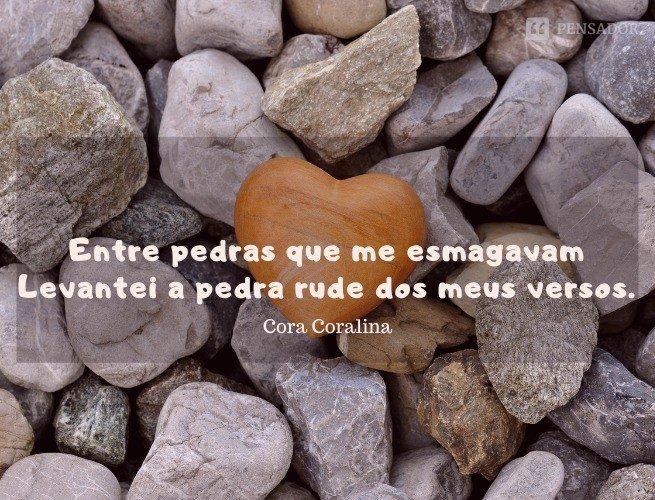Entre pedras que me esmagavam Levantei a pedra rude dos meus versos.
