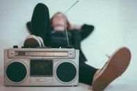 40 frases de músicas incríveis para legendar as suas fotos