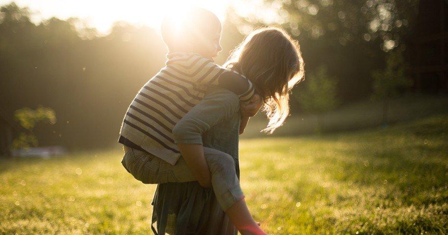 Frases Para Irmãos 30 Mensagens Engraçadas E Carinhosas Que Só