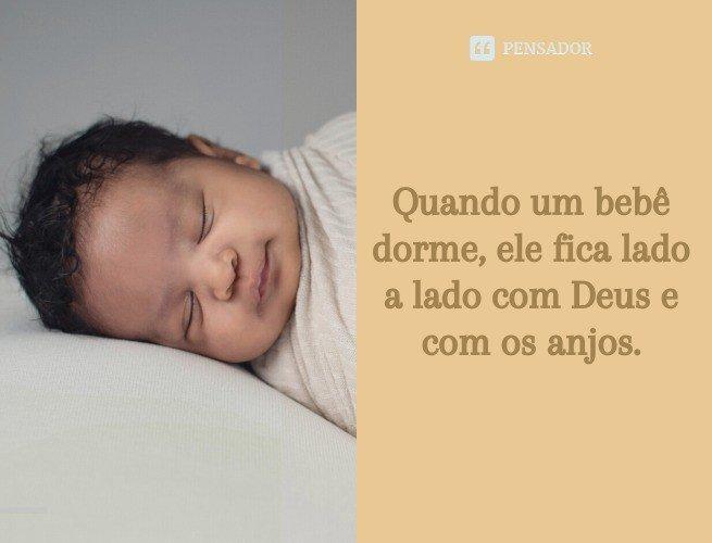 Quando um bebê dorme, ele fica lado a lado com Deus e com os anjos.
