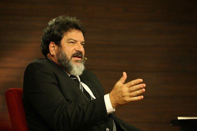 Retrato de Cortella dando uma conferência, em 2012.