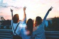 As 113 melhores frases de amizade para homenagear amigos