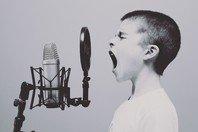 26 frases de status para WhatsApp com trechos de músicas
